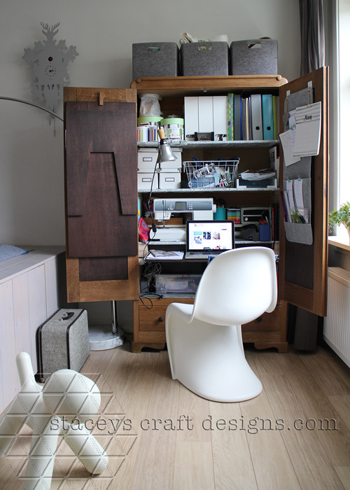 open with pull out laptop space